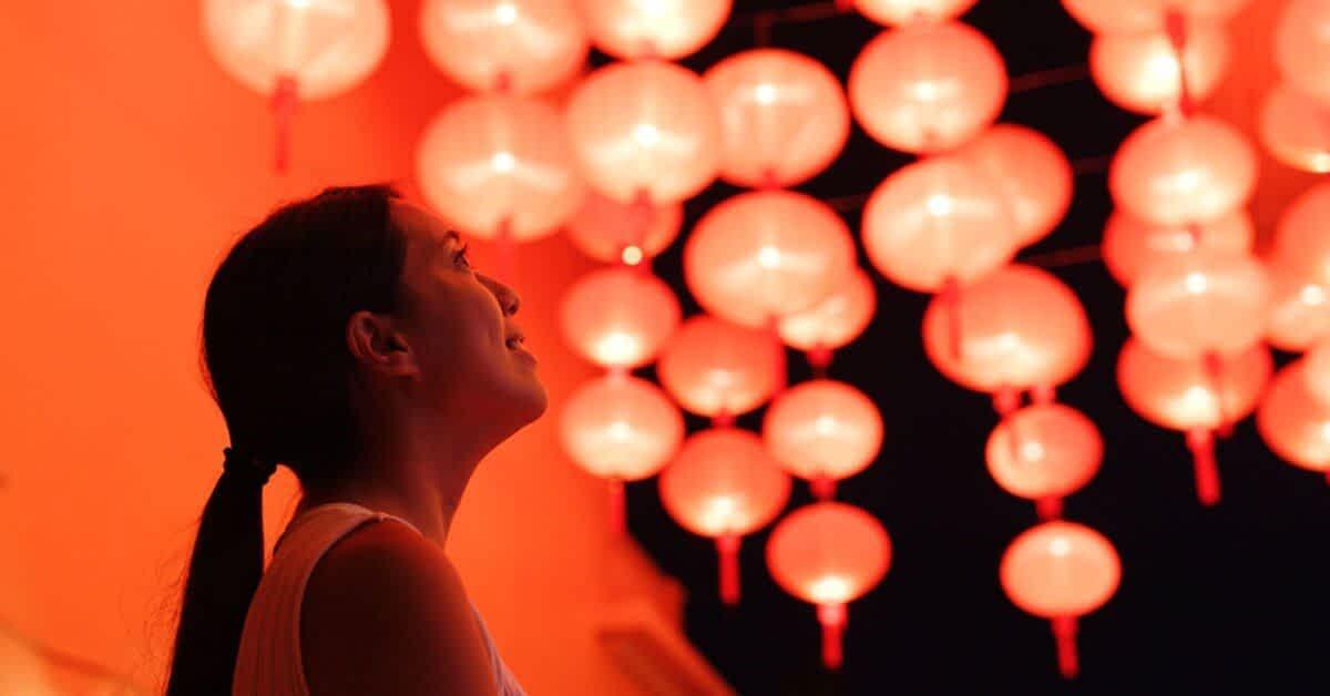 Woman staring at chinese new year lanterns, chinese new year, chinese new year malaysia, expats malaysia, expats community malaysia, black expats community malaysia